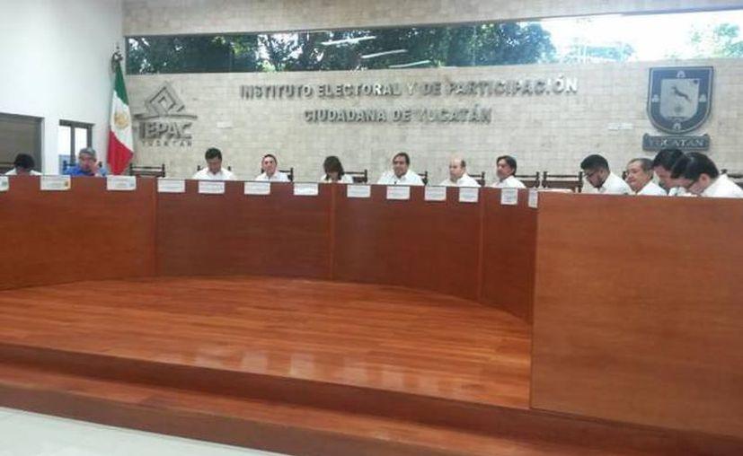 En septiembre quedarán tres sillas vacías en el Consejo General del Iepac, por lo que hay actualmente un proceso de selección en el que hay 12 aspirantes. (Archivo/SIPSE)