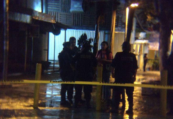 Los hechos se registraron en uno de los pasillos de la avenida Tulum hacia el Parque Las Palapas. (Redacción)