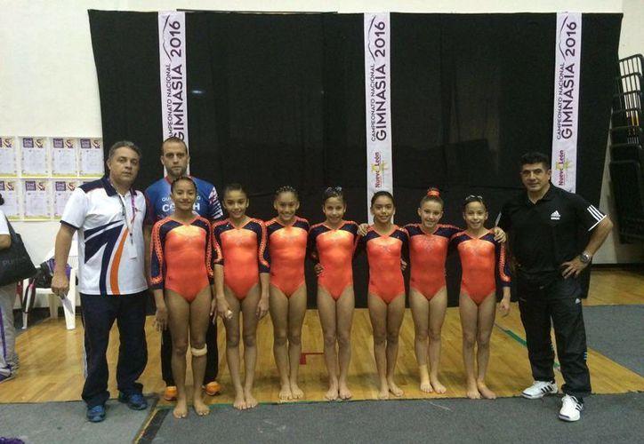 Las gimnastas lograron colocarse entre las mejores de Q. Roo. (Raúl Caballero/SIPSE)