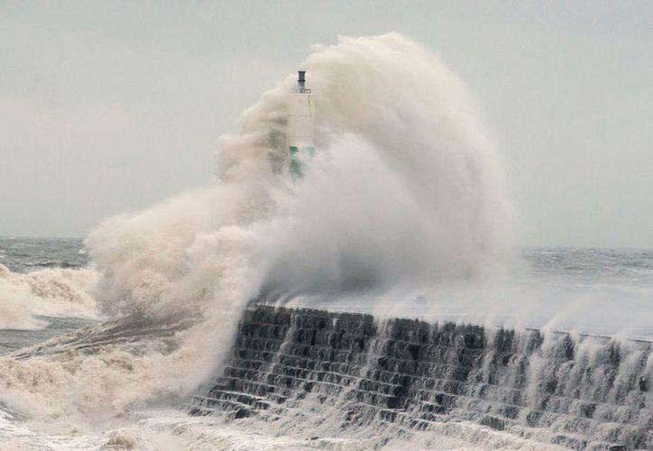 Al menos una persona falleció por la tormenta 'Eleanor'. (AP)