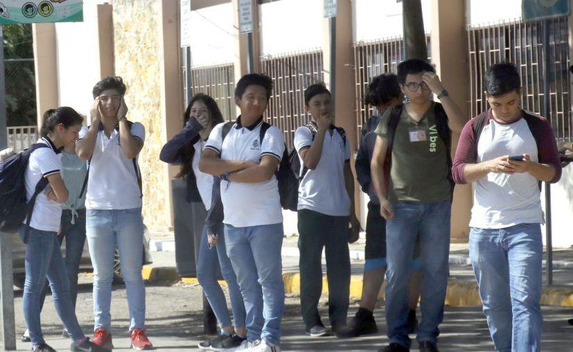 Cada vez menos jóvenes dejan las aulas en las preparatorias de la Uady. (José Acosta/Novedades Yucatán)