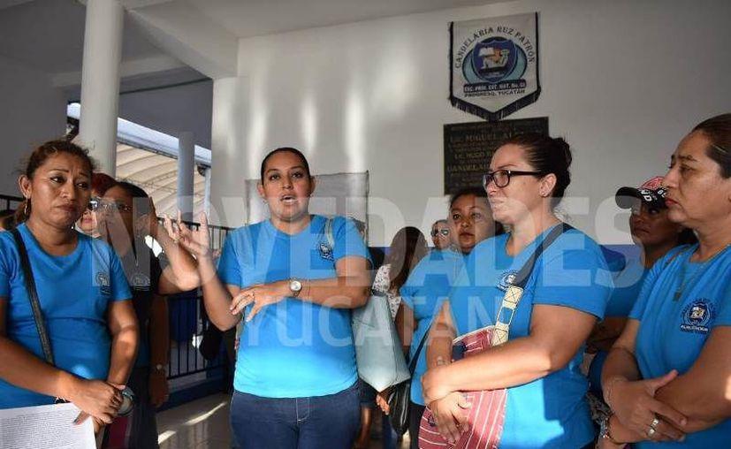 Las madres de familia piden la transferencia de la profesora a otra institución. (Novedades Yucatán)