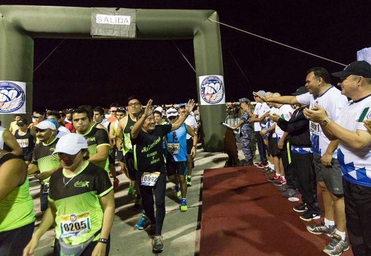 Este domingo se llevó al cabo el medio maratón por aniversario 100 de la Fuerza Aérea Mexicana (FAM). (yucatan.gob.mx)