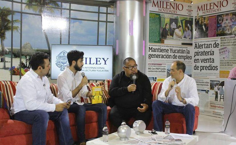 El escritor Bernándo Fernández tuvo una entrevista en el espacio de Grupo SIPSE en la Filey. (Milenio Novedades)
