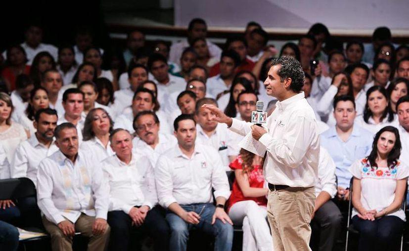 Ochoa Reza, dirigente del PRI, cuestiona duramente los ingresos de Andres Manuel López Obrador. (Facebook/Enrique Ochoa Reza)