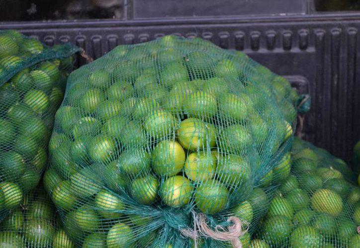 El kilo de limón ya supera los 50 pesos en varios establecimientos. (Edgardo Rodríguez/SIPSE)