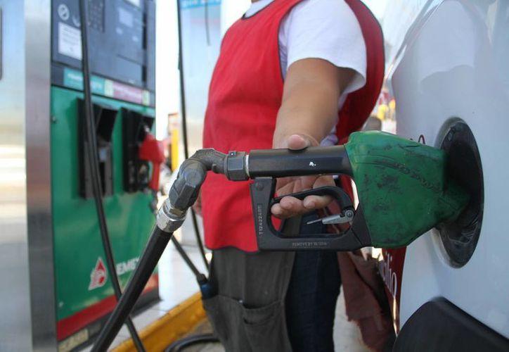 Debido a los incrementos en los precios de las gasolinas, en Yucatán se ha elevado en un 30 por ciento la preferencia de la Magna. (Milenio Novedades)