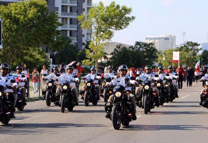 Todo se realizó con total calma y los cancunenses pudieron disfrutar del desfile. (Foto: Redacción/SIPSE).