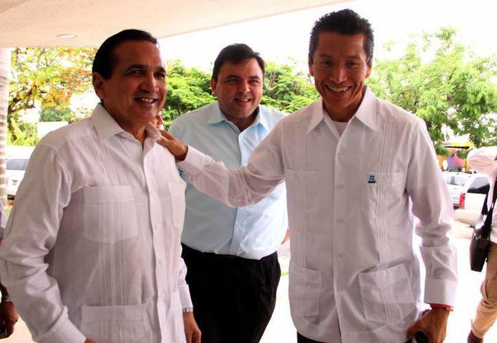 Ayer, dirigentes de empresarios yucatecos se reunieron con el titular del SAT. (Milenio Novedades)