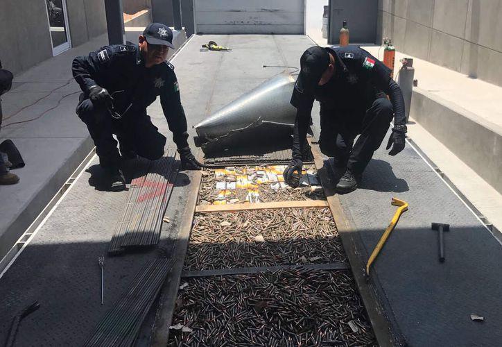 Un cargamento de armas y cartuchos fueron decomisados en Sonora. (Excélsior)
