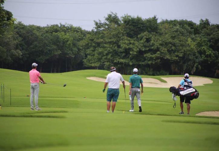 El campo de golf El Camaleón luce espectacular. (Israel Leal/SIPSE)