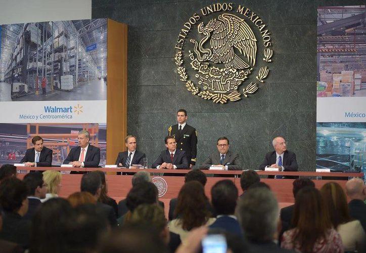 El Presidente Enrique Peña Nieto sostuvo un encuentro con altos ejecutivos de Walmart de México y Centroamérica. (Facebook Presidencia de México)