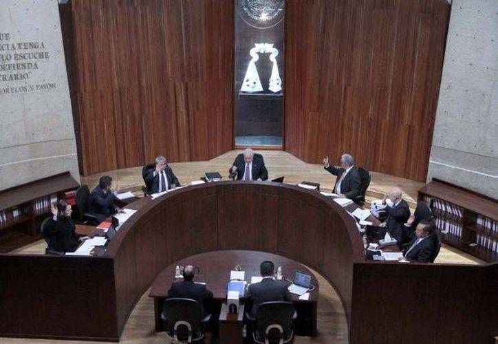 Los ponentes del seminario pidieron cortar la rivalidad de partidos políticos. (Agencias)