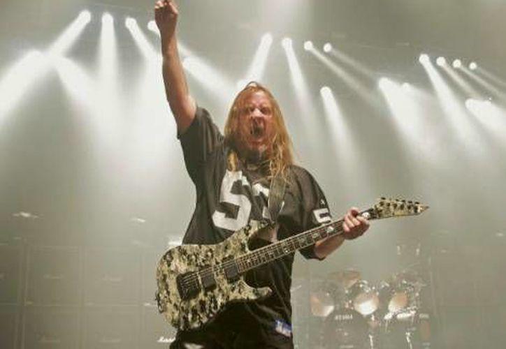 El guitarrista sufrió una insuficiencia hepática. (Facebook)