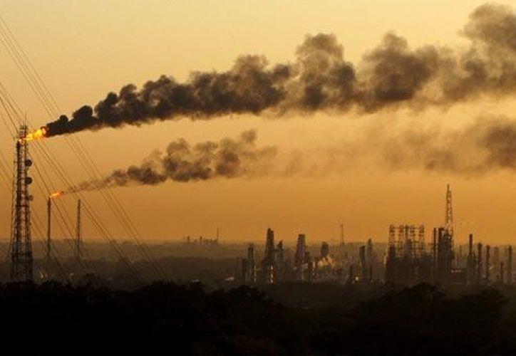 La humanidad ha colocado 350 mil millones de toneladas métricas de dióxido de carbono a la atmósfera desde 1750. (www.planetaazul.com)