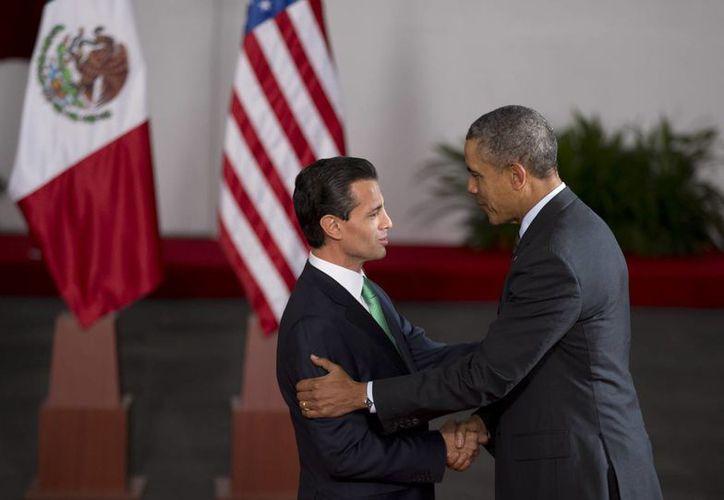Enrique Peña Nieto recibe a Barack Obama en el Palacio de Gobierno de Toluca para la reunion bilateral. (Agencias)