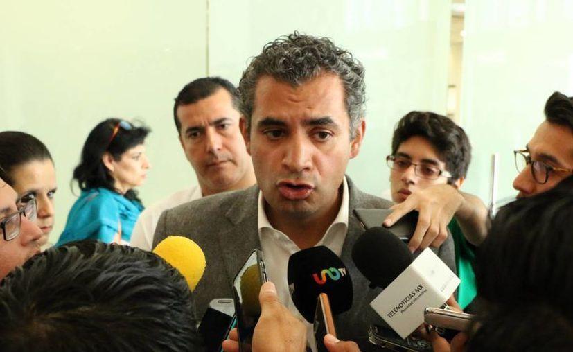En el marco de la clausura del Año Internacional de la Luz, el titular nacional de CFE, Enrique Ochoa Reza, aseguró en Mérida que las tarifas de energía eléctrica se están reduciendo en todo México. (José Acosta/SIPSE)