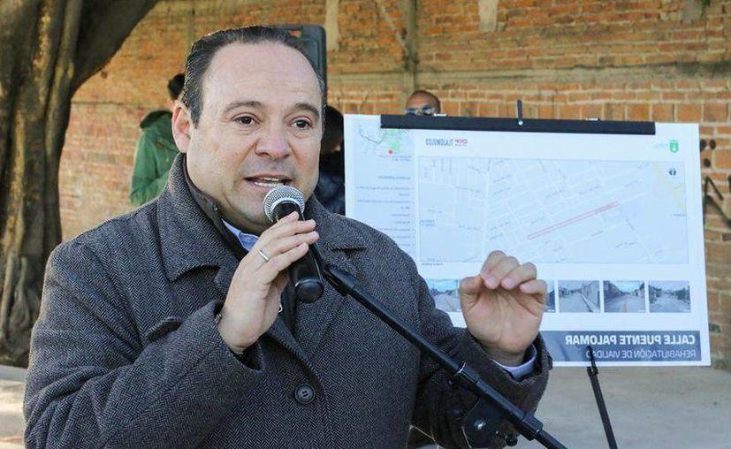 Alberto Uribe, alcalde de Tlajomulco de Zúñiga, afirmó que su gobierno no volvera a adquirir vehículos de Ford y Chevrolet.  (facebook.com/AlbertoUribeCamacho)