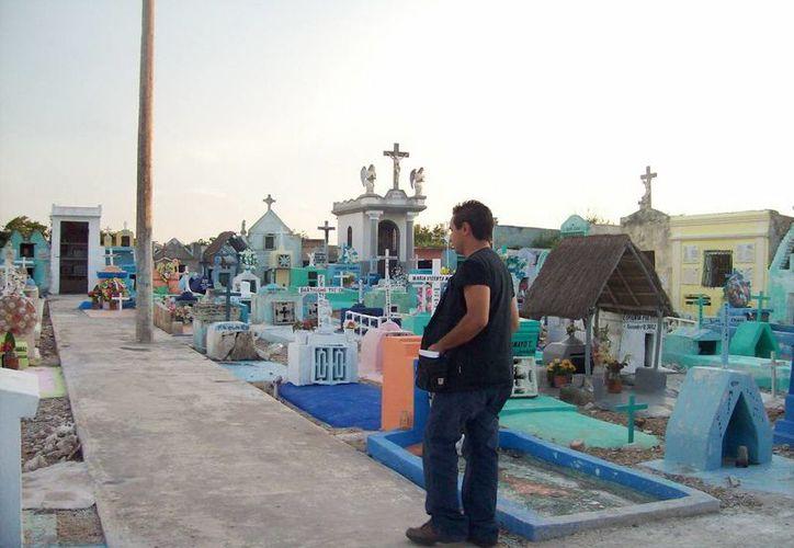 Interior del cementerio de Telchac Pueblo, donde vieron entrar un alma en pena. (Jorge Moreno/SIPSE)