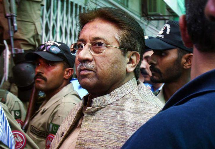 Musharraf al arribar a una corte en Islamabad, en abril de este año. Desde ese mes estuvo arraigado en su domicilio. (Agencias)