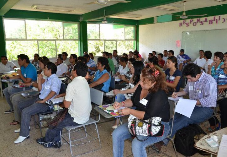 Los capacitadores serán quienes instruyan a los funcionarios de casillas que participarán en el proceso electoral del próximo 7 de julio. (Jorge Carrillo/SIPSE)