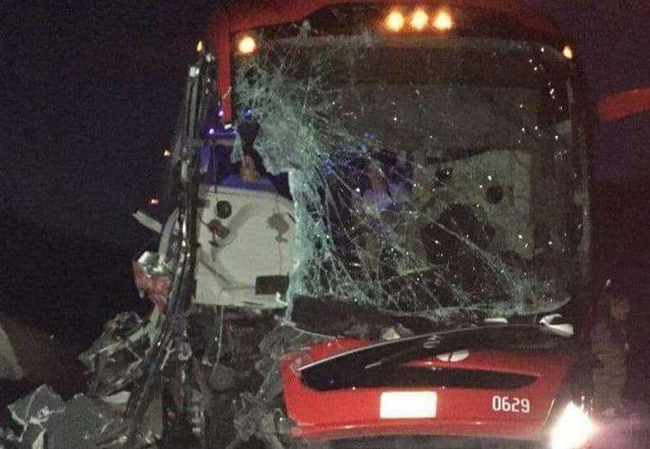 Los conductores de ambos vehículos se dieron a la fuga. (Redacción)