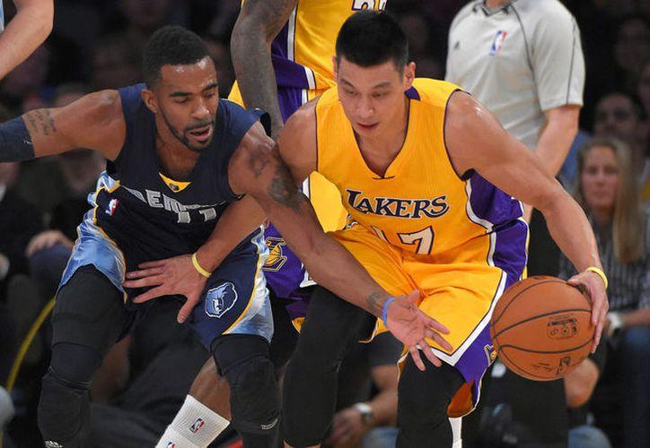 Lakers de Los Ángeles perdió 123-114 ante el anfitrión Grizzlies de Memphis y vio cortada su racha de cuatro victorias seguidas. (Contexto/Internet)