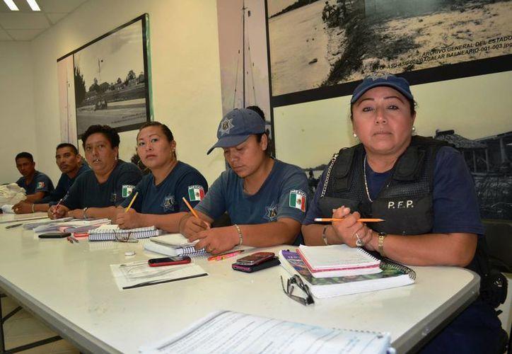 Con esta capacitación se garantiza que los elementos policíacos municipales realicen su labor con estricto apego a derecho. (Javier Ortiz/SIPSE)