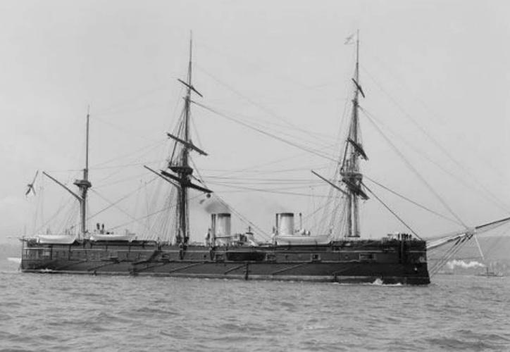 El crucero de la Flota imperial rusa Dmitri Donskoi quedó  en el fondo del mar de Japón. (Foto: Twitter)