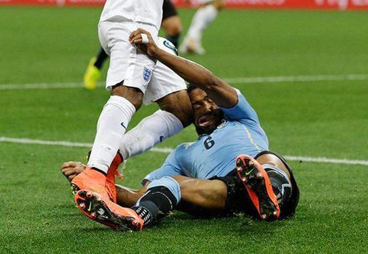Pereira incluso quedó inconsciente durante algunos instantes, pero no fue cambiado, pese a la exigencia del médico del equipo uruguayo. (excelsior.com.mx)