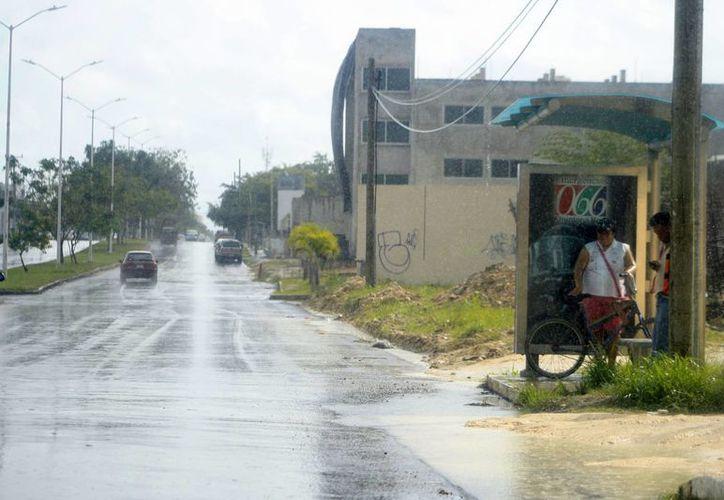 Durante las primeras horas del martes se registró en Chetumal una llovizna. (Harold Alcocer/SIPSE)
