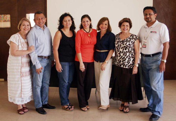 Representantes de las agrupaciones que integran la Red Pro Yucatán. (Milenio Novedades)