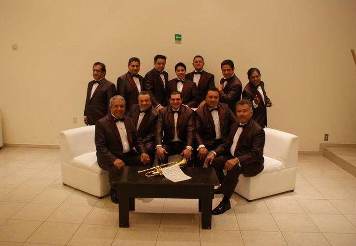 En el disco de aniversario, La Sonora Santanera realizó diferentes duetos con cantantes de la talla de Mijares, Rubén Albarrán, entre otros.(Foto tomada de Facebook/La Sonora Santanera)