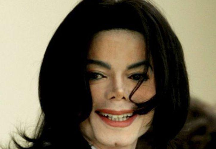 Foto de archivo del 01 de marzo de 2005 que muestra al cantante estadounidense, Michael Jackson. (EFE/Archivo)