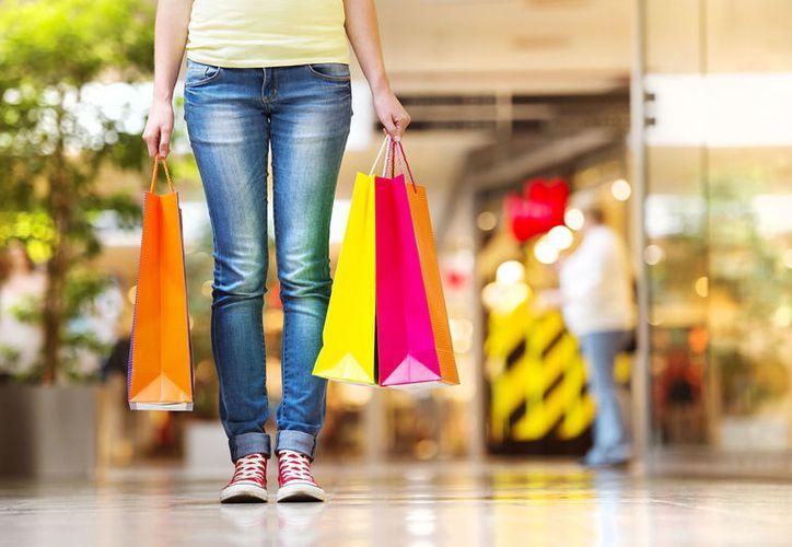Para poder controlar las compras compulsivas será mejor que solo uses dinero en efectivo. (Foto: TallyPress)