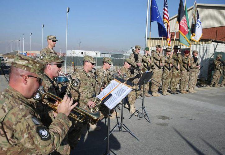 Aspecto de la ceremonia con que Estados Unidos y la OTAN concluyeron su misión de combate en Afganistán, este lunes 8 de diciembre de 2014, en Kabul. (Foto: AP)