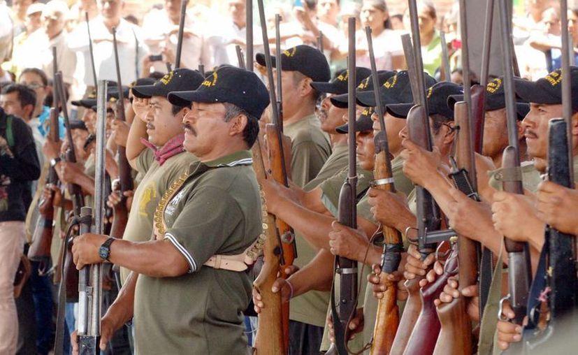 Imagen del 13 de abril de 2013, cuando un centenar de elementos de la Policía Comunitaria tomaron protesta en el municipio de Tixtla, Guerrero. (Archivo/Notimex)