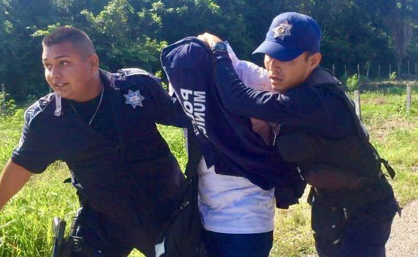 Un sujeto armado intentó huir de la Policía y causó una aparatosa persecución en Bacalar. (Javier Ortiz/SIPSE)