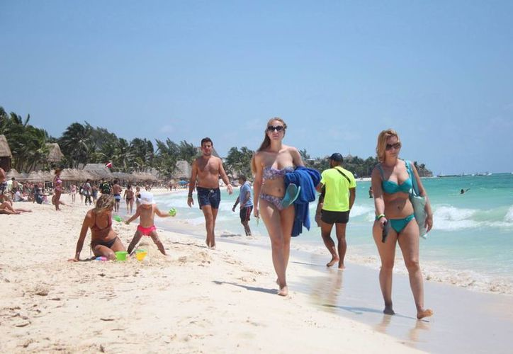 Protección Civil señala que se debe alertar a los turistas respecto a la presencia de dedales en la playa. (Daniel Pacheco/SIPSE)
