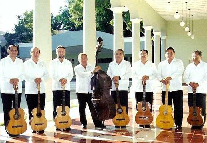 Por sus 49 años de continua actividad, la Rondalla Universitaria de Yucatán será reconocida con la Medalla Ricardo Palmerín, para conmemorar el LXVI aniversario de la  fundación con el mismo nombre. (foto de contexto: cultura.uady.mx)