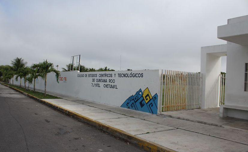 El gobierno del Estado absorbió el pago retroactivo a maestros del Cecyte. (Daniel Tejada/SIPSE)