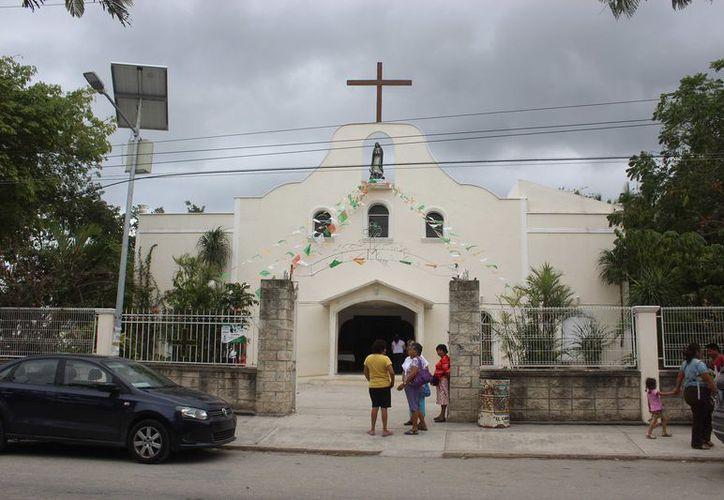 El Sábado Santo la iglesia lo vive en silencio acompañando a María. (Sara Cauich/ SIPSE)