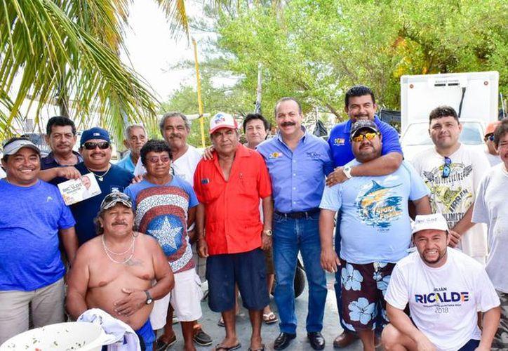 El candidato trabajara en evitar que pescadores de Yucatán exploten recursos marinos en zonas de pesca en Cabo Catoche y Contoy. (Foto: Redacción)
