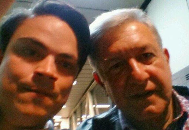La foto del panista Gabriel Gómez del Campo con AMLO, que publicó la imagen en Twitter. (@gabrielgdelc)
