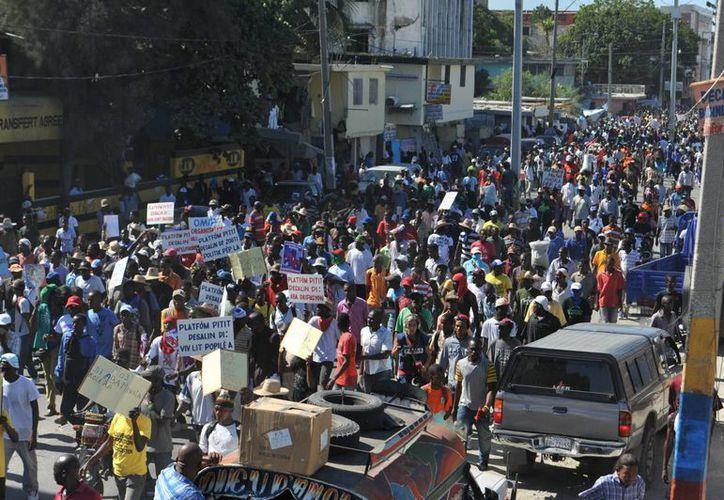 Los manifestantes exigen la celebración de elecciones. (EFE)