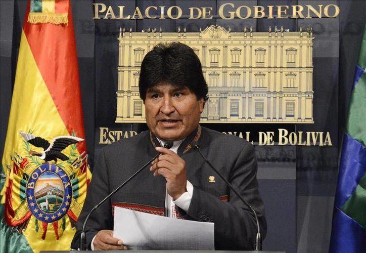 Evo Morales durante conferencia de prensa en el Palacio de Gobierno en La Paz. El mandatario boliviano dijo estar dispuesto a restablecer las relaciones diplomáticas con Chile. (EFE)