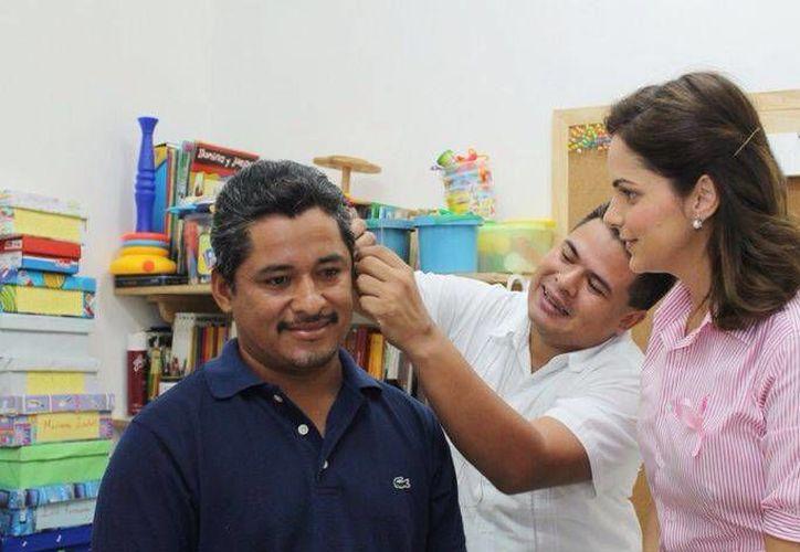 La colocación del aparato auditivo se realizó en las instalaciones del CRIC. (Cortesía/SIPSE)