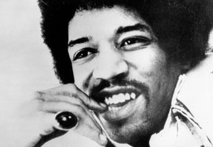 Jimmy Hendrix aprendió a los 11 años a tocar la primera guitarra acústica que le regaló su padre. (Agencias)