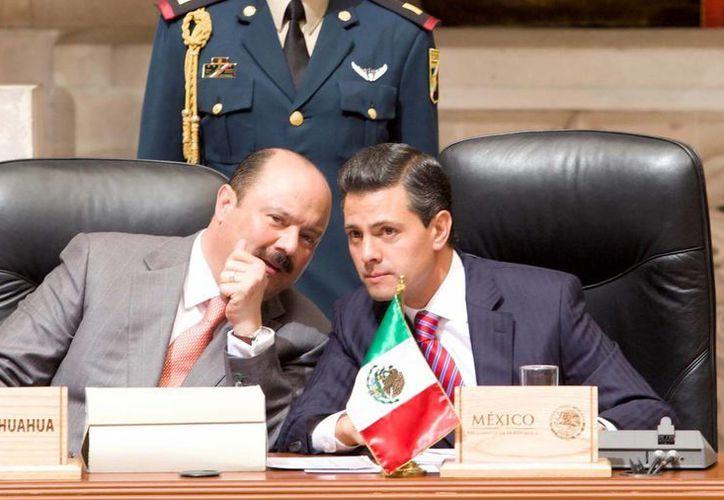 Enrique Peña Nieto y el gobernador de Chihuahua, César Duarte, durante la XLIV Reunión Ordinaria de la Conago. (Notimex)