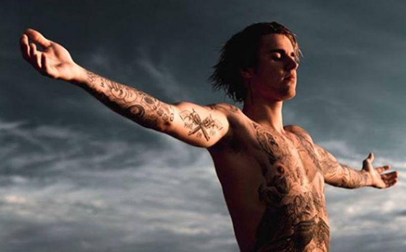 Justin Bieber se ha hecho un tatuaje en la cara